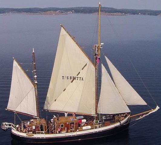 TS Britta under full sail